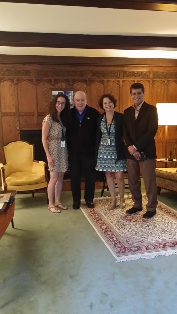 Dra. Scazufca (terceira da esquerda para a direita) e seus colegas em visita à casa do Dr. Bernard Lown.